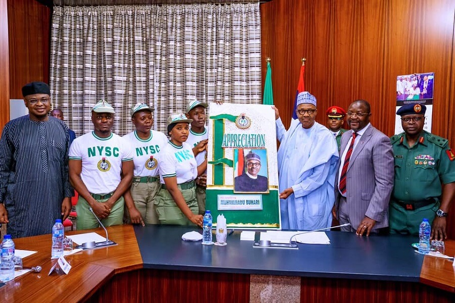 NYSC-Members-Give-Buhari-Thank-You-Card-